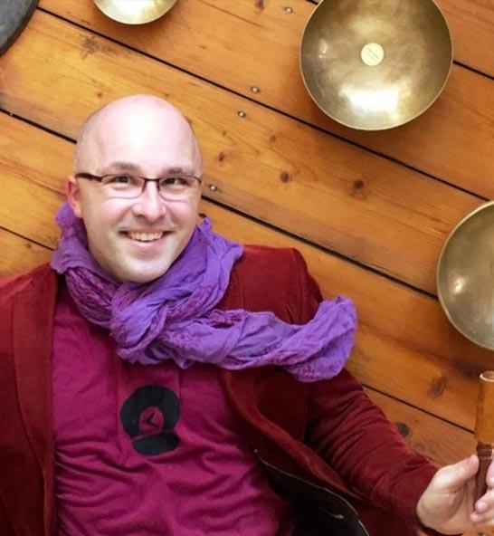 Claas Hanson – Yoga Vidya Bochum ∙ Meditationslehrer ∙ Musiktherapeut ∙ Zentrumsleiter
