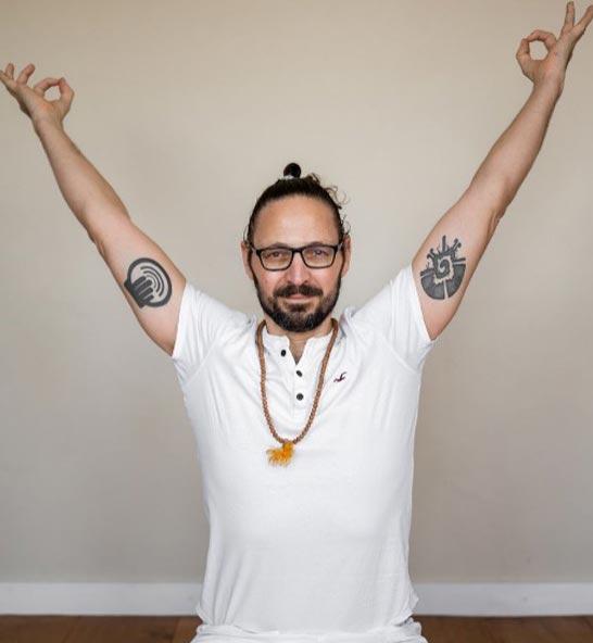 Kosta Yoga – Yogalehrer ∙ 1. deutsche Online-Yogaschule ∙ Life Coach